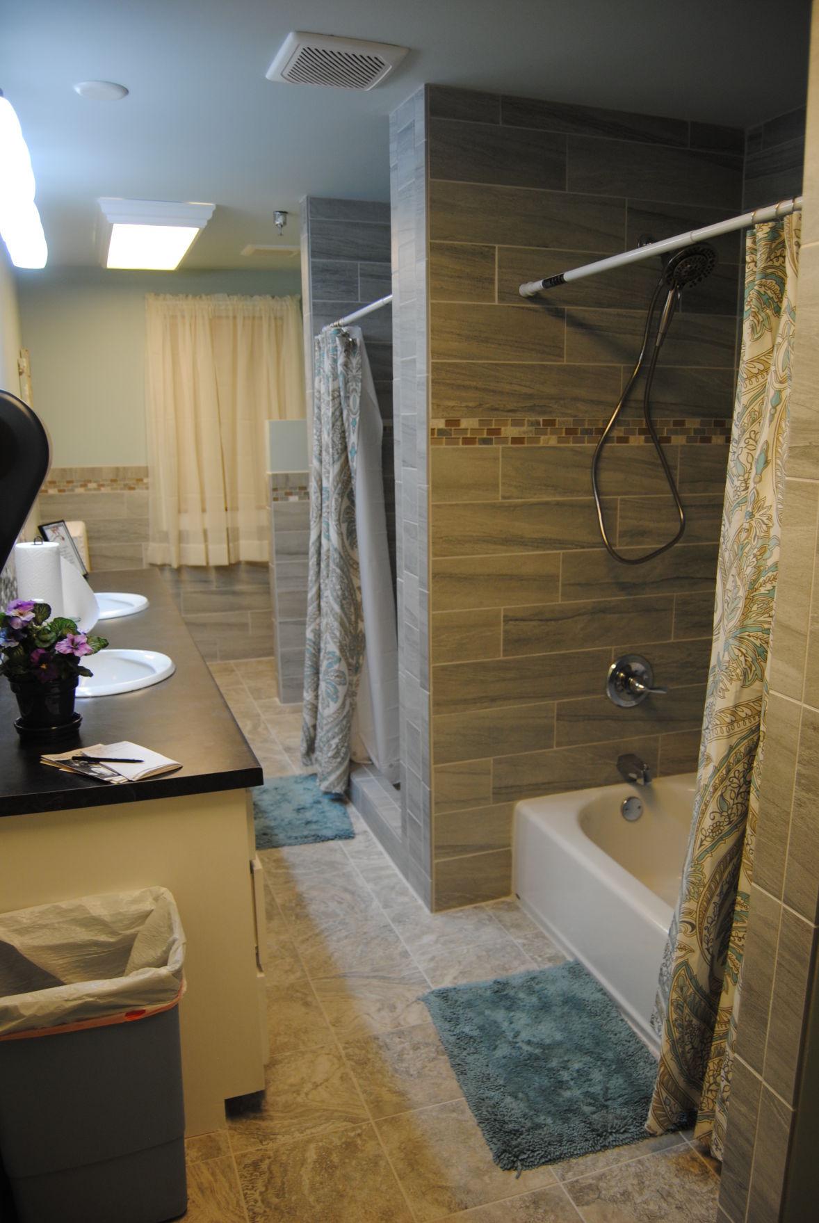 2nd floor bathroom photo